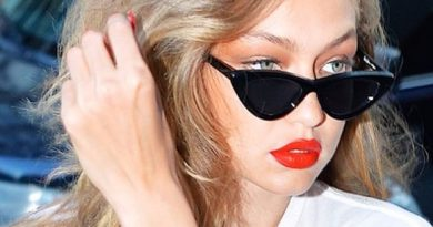 очаровательная девушка в очках