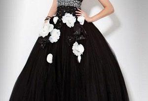 Черное свадебное платье на готической свадьбе
