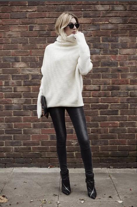 Кожаные брюки с пуловером