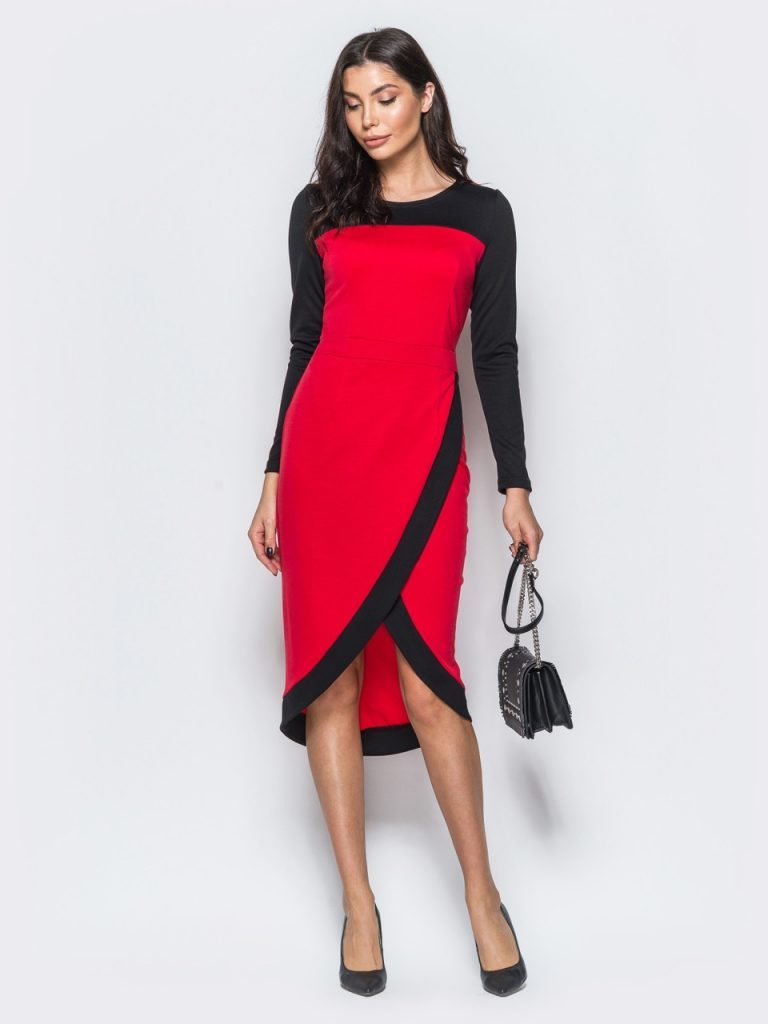 Двухцветное трикотажное платье