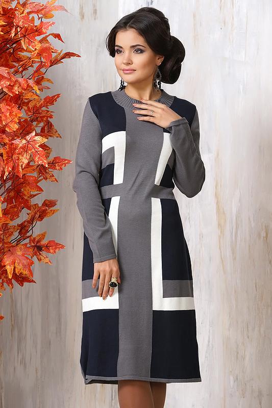 Трикотажное платье с геометрическими узорами