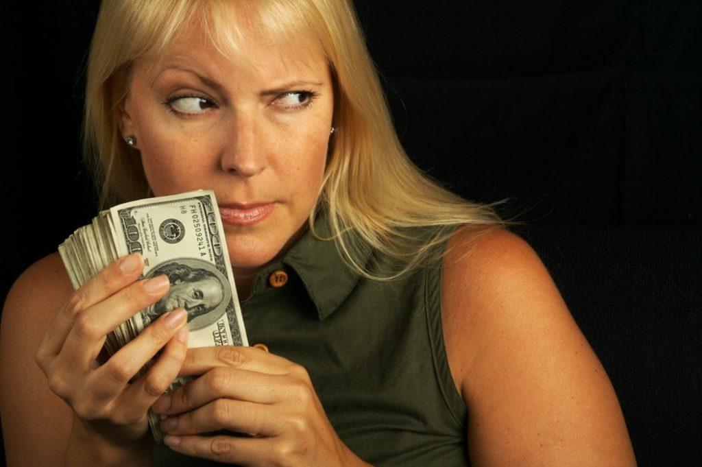Женская жадность фото 2
