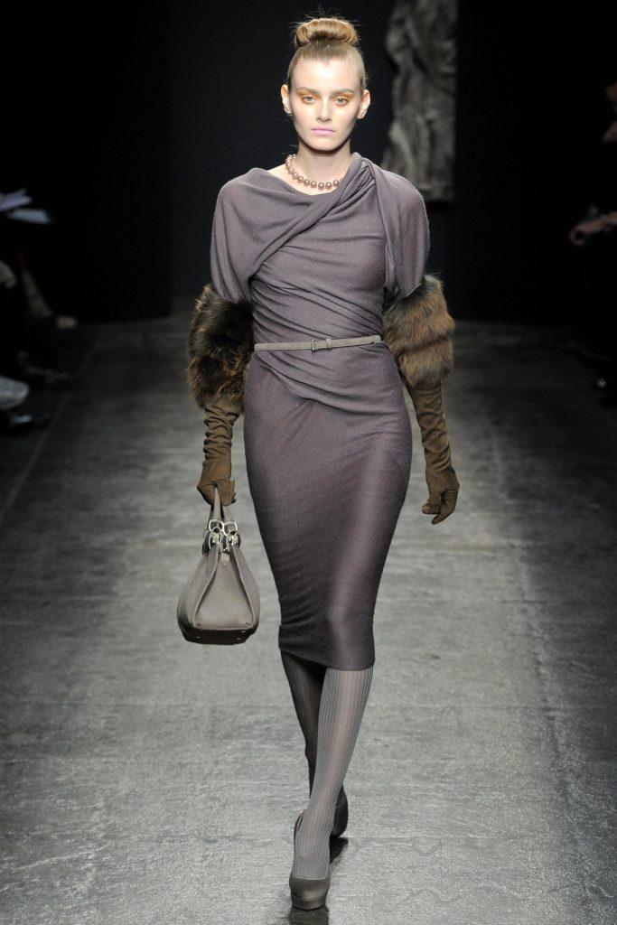 Классическое облегающее трикотажное платье