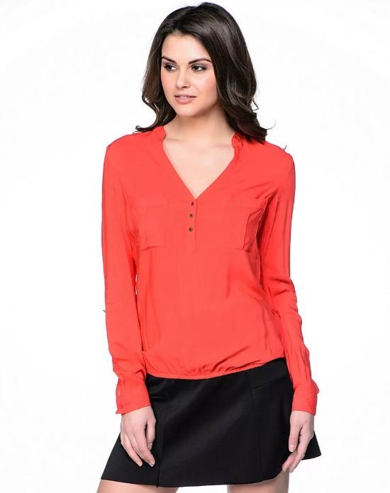 блузка с вырезом в виде буквы V