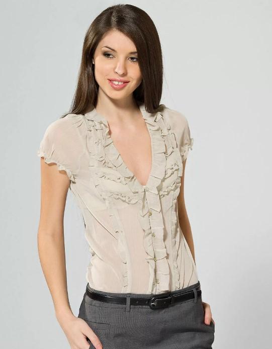 блузы с рюшами в области декольте
