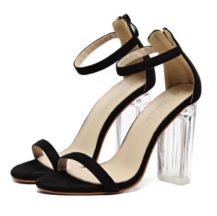 Модные босоножки - стройные ножки