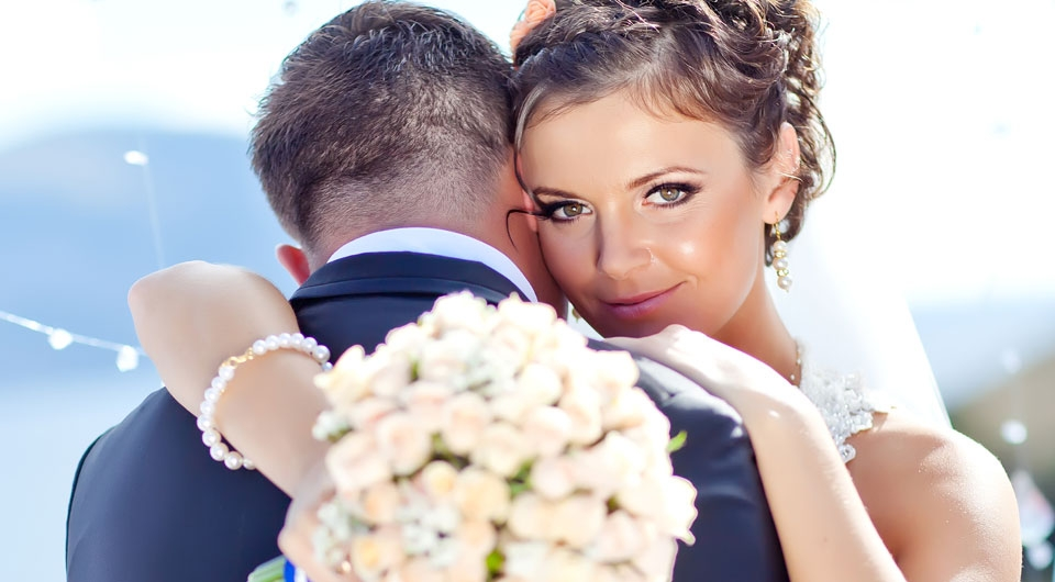 Почему девушки выходят замуж за мужчин старше себя