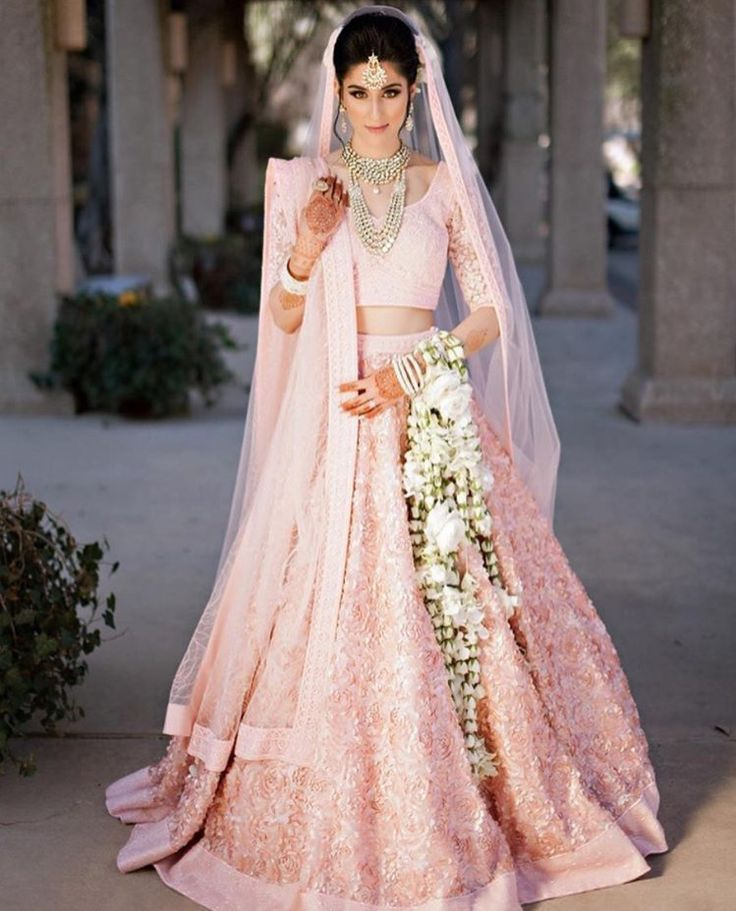 Свадебный наряд в этническом индийском стиле