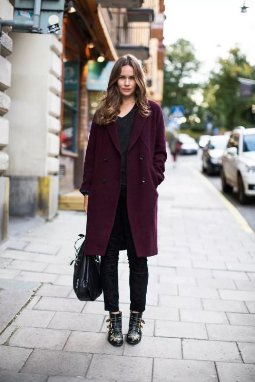 С чем носить бордовое пальто