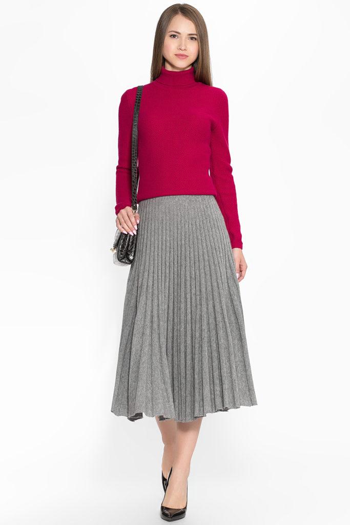 серая плиссированная юбка