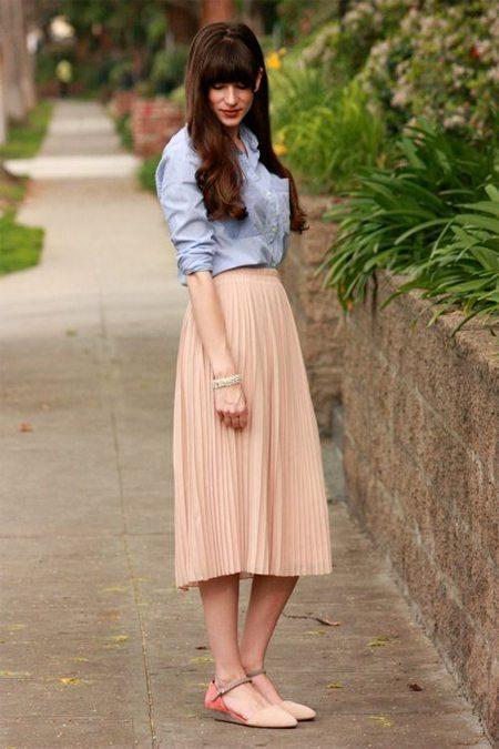 бежевая плиссированная юбка
