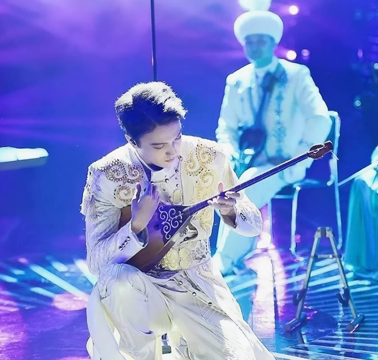 Димаш казахстанский певец