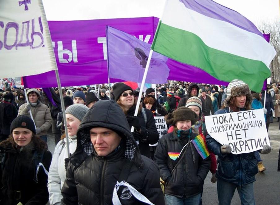 Первое появление гендерквир флага на публичной акции в России
