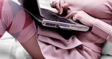 Как возбудить мужчину при общении через интернет?
