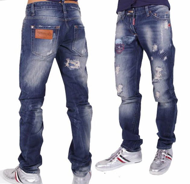 Рваные джинсы не теряют актуальности