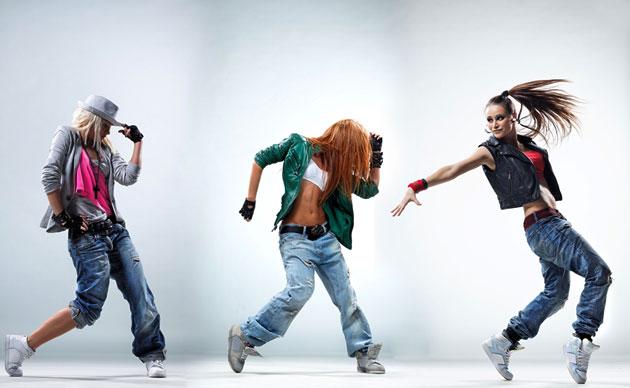Джинсовая спортивная одежда - это красиво и удобно