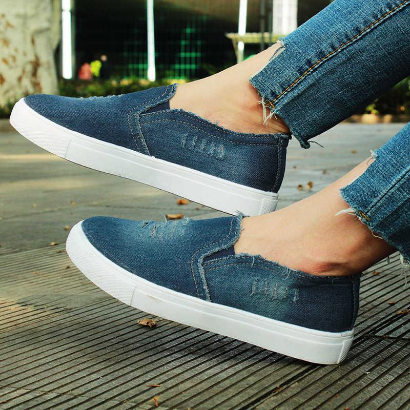 Обувь на низкой платформе с джинсами