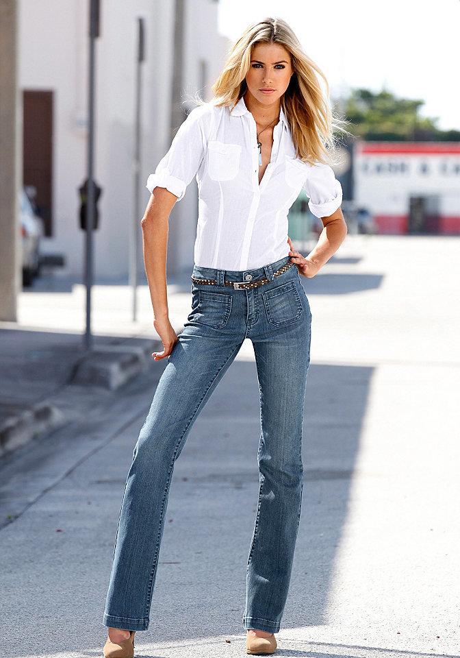 Классические джинсы с рубашкой