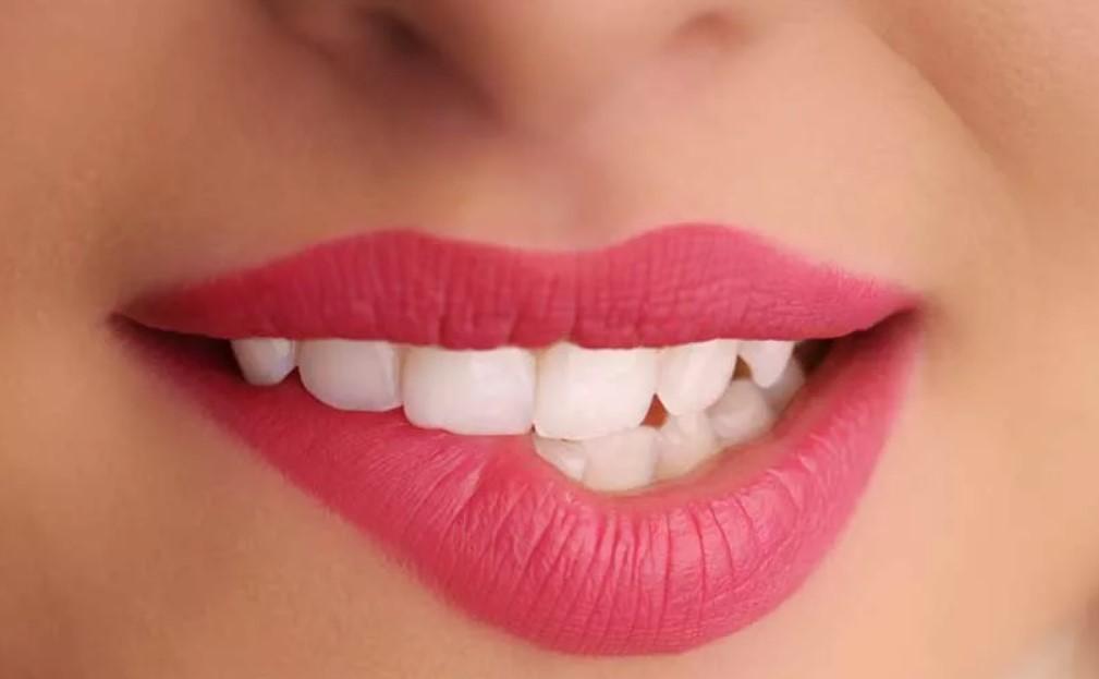 Прикусывайте нижнюю губу