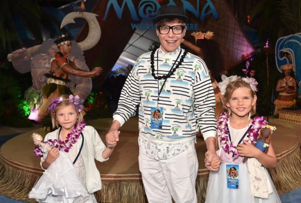 Илья Лагутенко с дочками