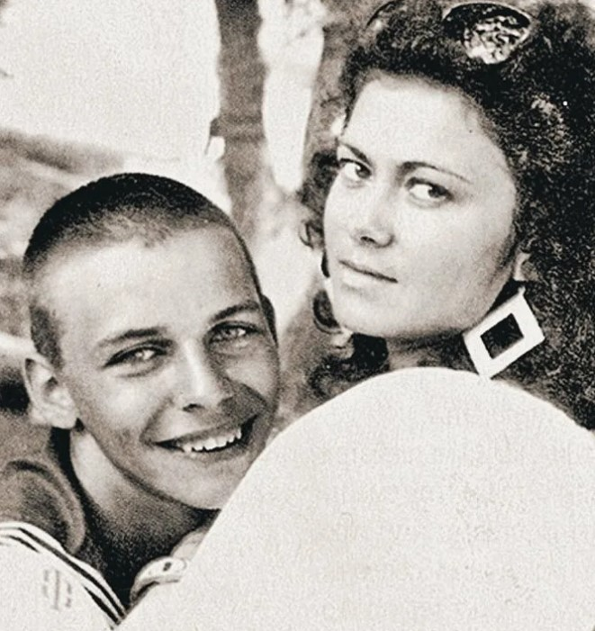 Первая жена Елена Тройновская